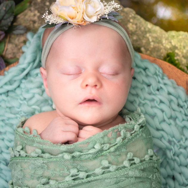 Veda Elowyn Nadermann | Newborn (outside)