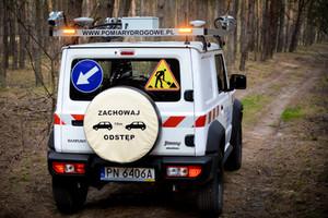 Pojazd do fotorejestracji w trudnym terenie na bazie Suzuki Jimny