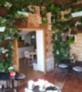 entrada al comedor de el rstaurante el viejo portazgo decoracion de ikea