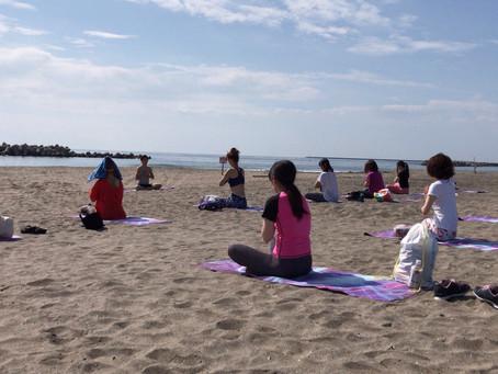 beach yoga & beach clean in seven beach 2019