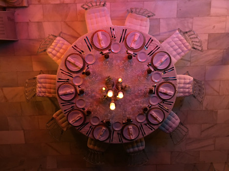 Round table decoration