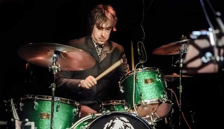 gig - john Lennon Trbute UK