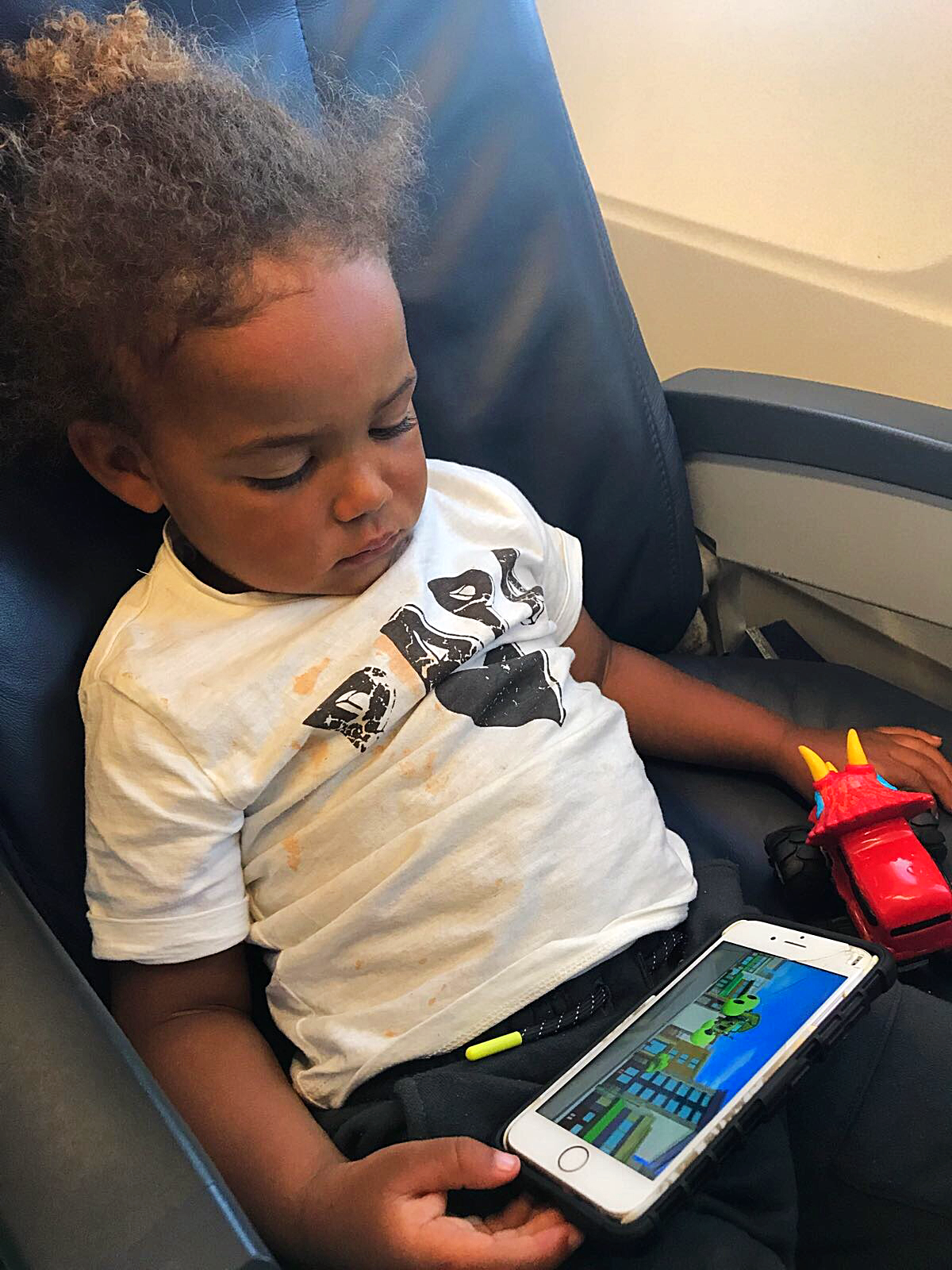 How to survive a plane journey with a toddler!