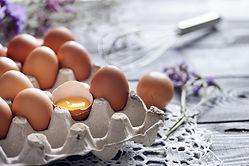 broken-egg-among-brown-eggs-in-egg-box-2