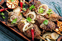 grilled-beef-on-bamboo-skewers-JFYTECL-m