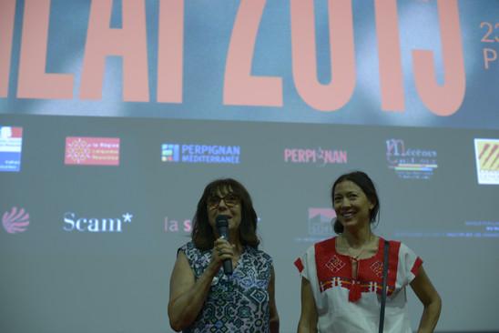 Sophie Calle, auteur, artiste et Prix d'Honneur du FILAF 2015 (à gauche)