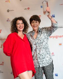 Alix, de l'équipe du FILAF (à gauche), aux côtés d'Annette Messager, artiste et auteur, Prix d'Honneur du FILAF 2017.