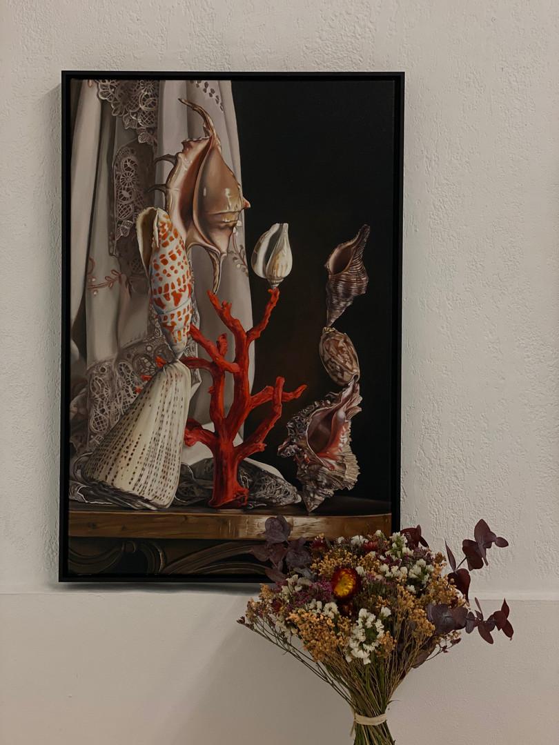 Nature Morte Acrobatique par Till Rabus, exposition à la galerie du FILAF... accompagné d'un bouquet Rosa Cadaqués