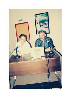 L'artiste Bruno Peinado (à droite) aux côté de Patrice Joli, rédacteur en chef 02