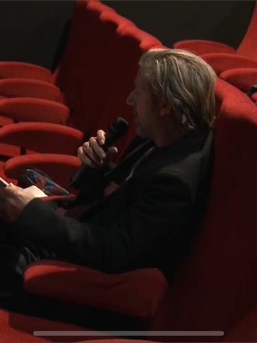Bertrand Belin et Frank Perrin pendant la présentation live d'un livre en compétition