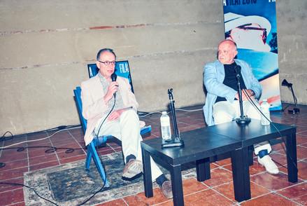 Bertrand Lavier, artiste français (à droite) en discussier publique avec Jean-Hubert Martin, commissaire d'expositions et ancien directeur du Centre Pompidou et de la Kunsthalle de Berne