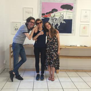 Carine Brancowitz, artiste (au centre), aux côtés de Laurent Brancowitz et Faustine Cornette de Saint-Cyr (artiste)