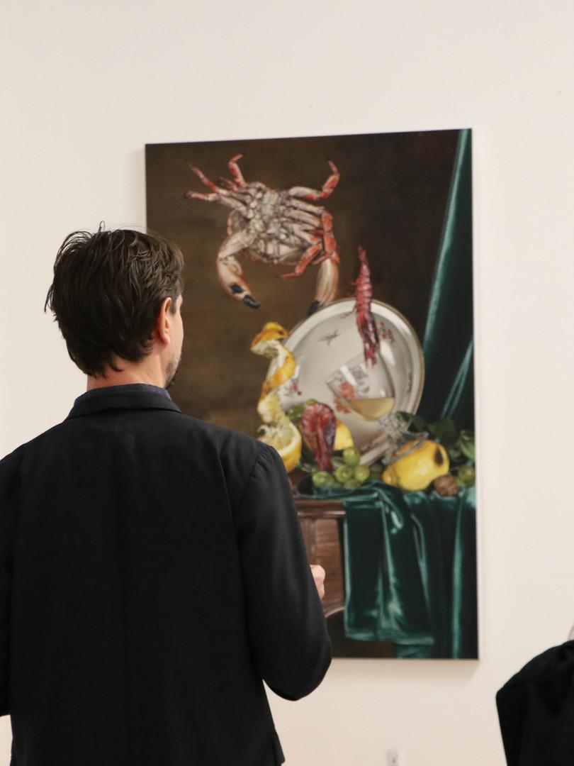 """Till Rabus et Lucie Rico lors de la discussion de vernissage de l'exposition """"Natures Mortes Acrobatiques"""" à la galerie du FILAF"""