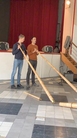 Leopold Rabus et Guillaume Perret, jouant du Cor Suisse au Centro Espagnol 2020