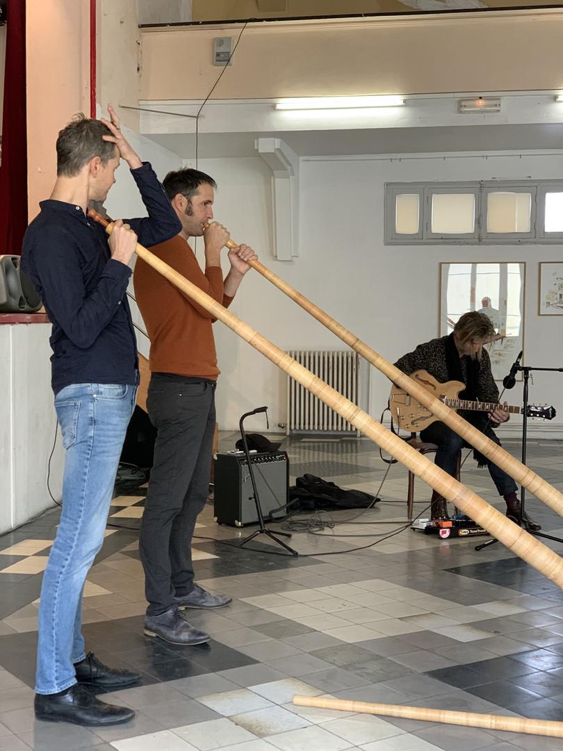 Léopold Rabus, Guillaume Perret et Bertrand Belin en concert de cor suisse et guitare