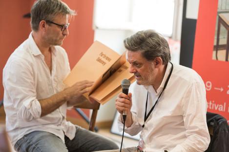 Jean-Yves Jouannais, auteur et critique d'art, à gauche, avec Jean-Michel Alberola, artiste et réalisateur. Tous les deux Prix d'Honneur du FILAF 2017.