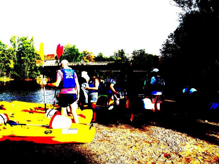 Louer un canoë sur la Dordogne pour voir Argentat, Beaulieu, Carennac, Gluges, Souillac et les châteaux