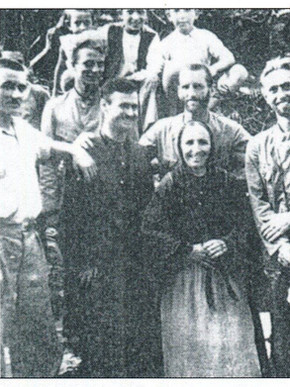 Ο Αλφόνς με τον Χανς Χας που κρατά ένα γιούσουρι, Μαγνησία στο πέρασμα του χρόνου