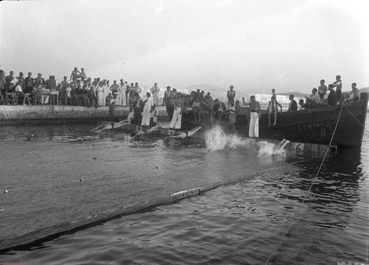 Κολυμβητές στα μπλόκια, Φωτ. Κ. Ζημέρη, Αρχείο ΔΗ.Κ.Ι.