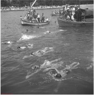 Κολυμβητές, Φωτ. Κ. Ζημέρης, Αρχείο ΔΗ.Κ.Ι.