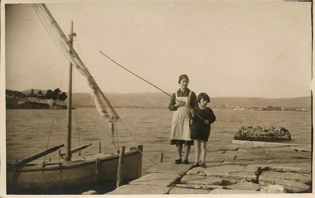 Κοντά στα Πευκάκια 1930, άγνωστου, Μαγνησία στο πέρασμα του χρόνου