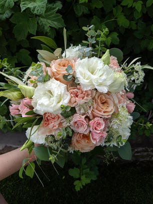 Lush peach and pink bouquet