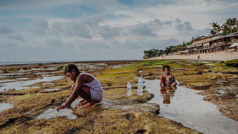 BALI : Incredible Balangan beach | Surfing at low tide |