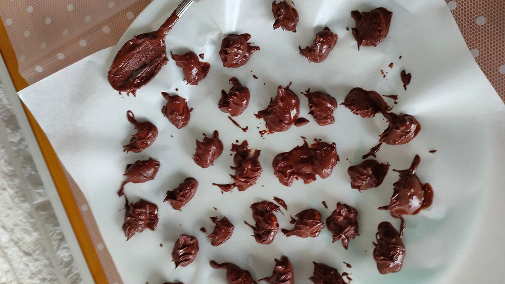 Homemade dark chocolate almonds
