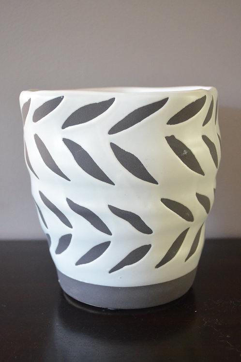 LEAF DESIGN PLANTER POT