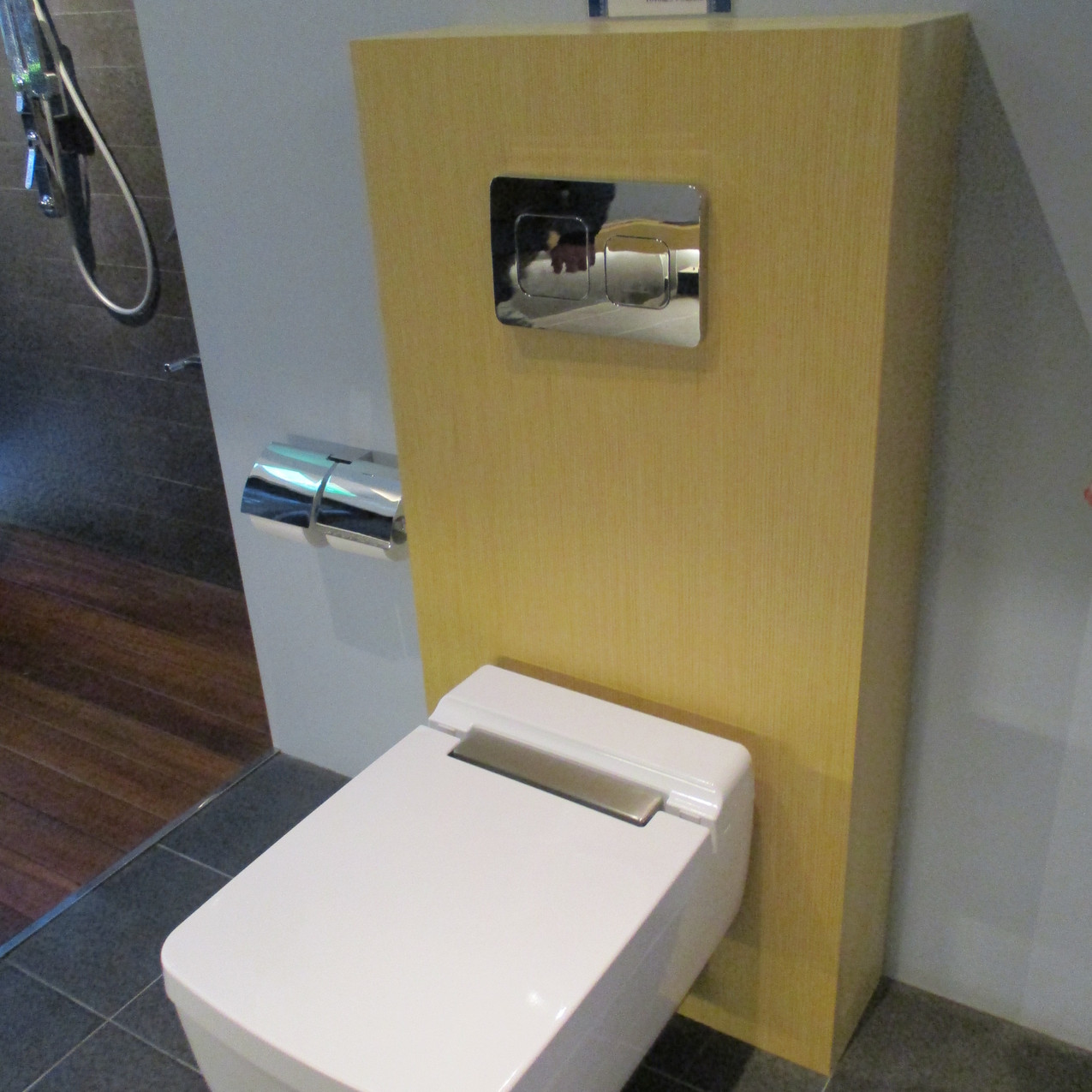真四角なトイレ