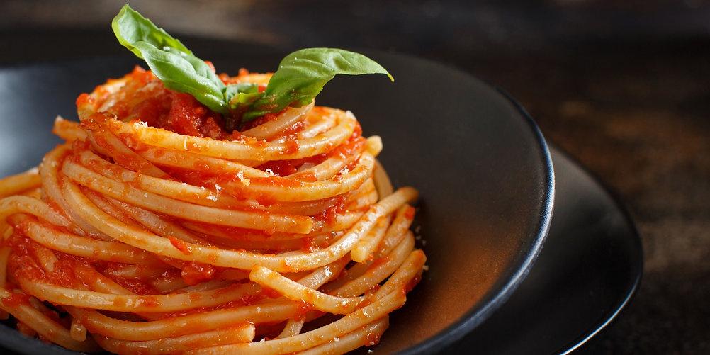 spaghetti-pasta-with-tomato-sauce_edited