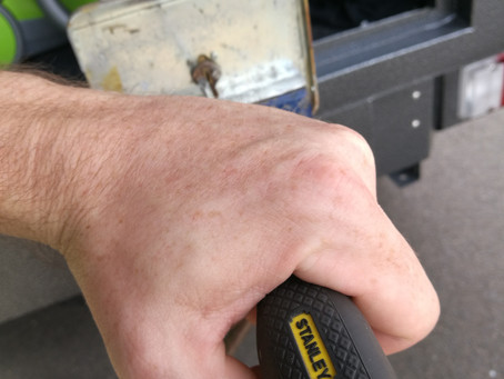 How to undo a rusted screw