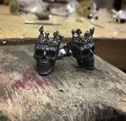 Запонки с черепами