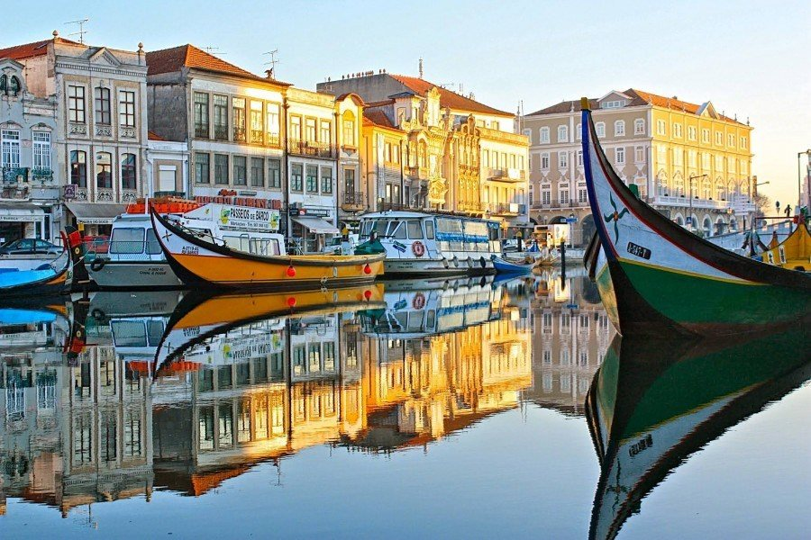 aveiro_famous_moliceiro_boats_water_old_