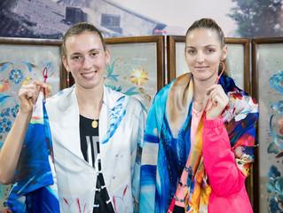 梅爾滕斯(Elise Mertens)和 克 · 普利斯科娃(Karolína Plíšková) 體驗中國絲綢文化