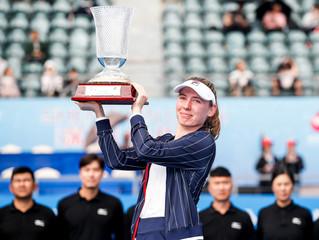 亞力桑德洛娃 [5] Ekaterina ALEXANDROVA (RUS) 戰勝 萊巴基娜 [7] Elena RYBAKINA (KAZ),在深圳收獲處女冠  賽會二號種子卡雷茨科娃 / 斯尼亞科