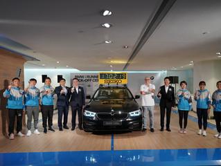 連續五年支持渣打馬拉松 - BMW 530e 為大會領航計時車    再度舉辦「BMW i Runners慈善跑」  以星級陣容迎戰渣馬    同時為本地體育慈善機構籌款