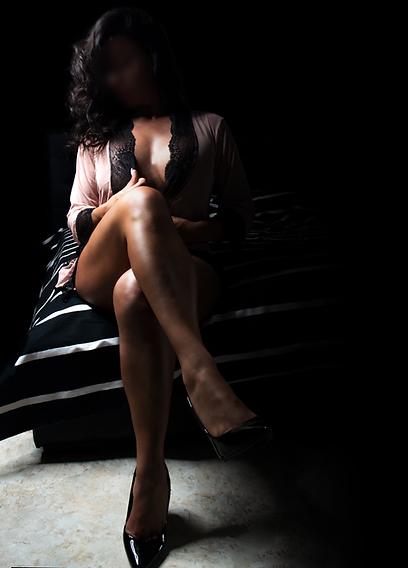 tantra deluxe léonie 2021 massaggiatrice napoli roma  2.webp