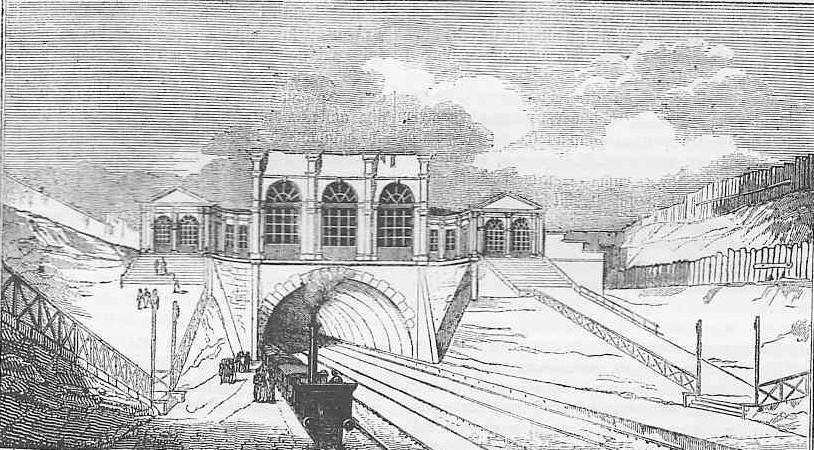 Le tunnel de l'Europe et le premier bâtiment