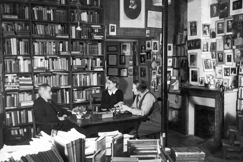 Adrienne Monnier et Sylvia Beach avec James Joyce