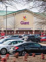 JLL Capital Markets arranges sale & acquisition loan for the Giant-anchored retail center
