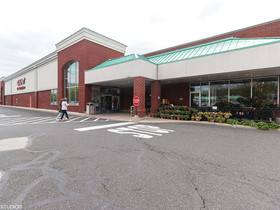 Galbally, Munley and Behr of JLL arrange $29.35M sale of Giant-anchored retail center