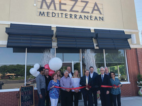 Mezza Mediterranean joins lifestyle tenant mix at Eastman-managed center in Livingston, NJ