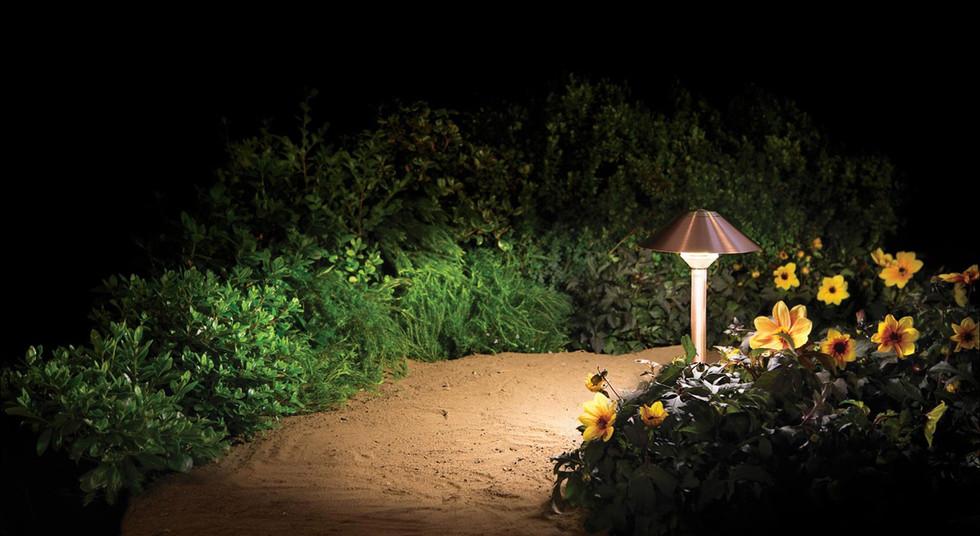 landscape lighting pathlight, built to w