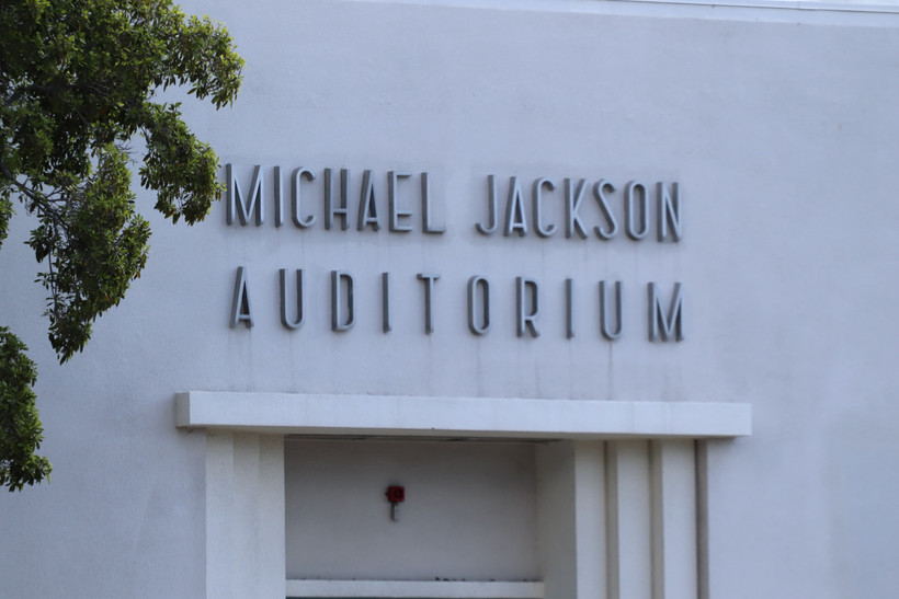 Should Hollywood School Keep Michael Jackson's Name?