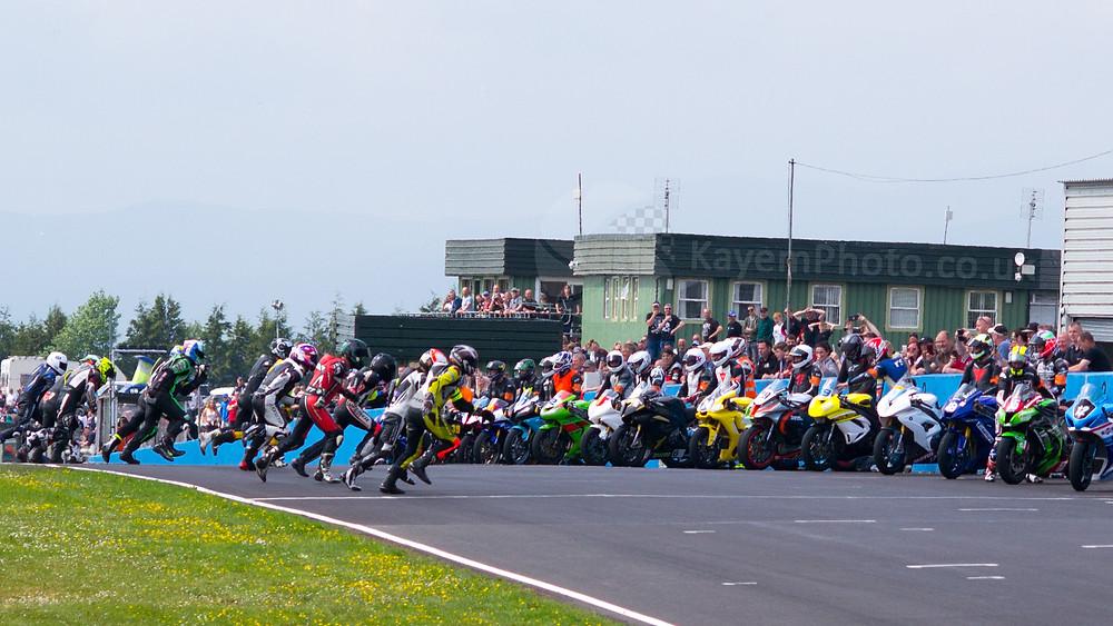 Le Mans style grid start