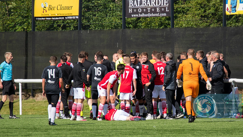 A mass brawl ended with two players sent off