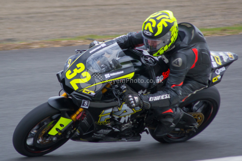 John MacDonald (Yamaha R1)