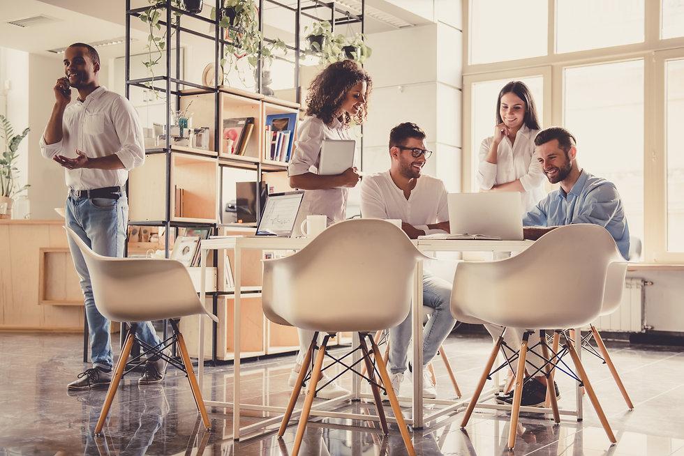 business-people-working-YDSUPRM.jpg