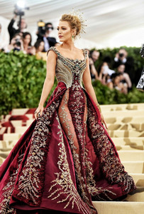 Blake Lively, Atelier Versace